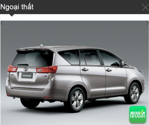 Góc đuôi Toyota Innova 2016