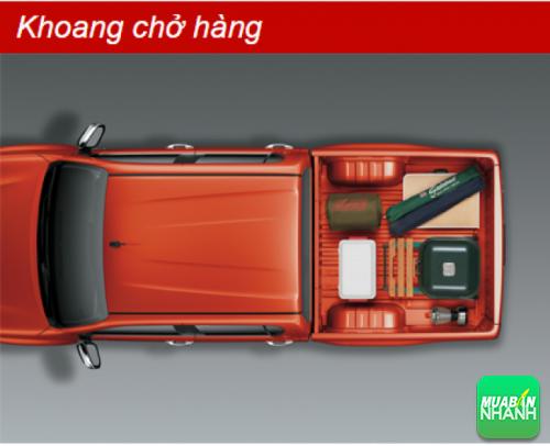 Khoang chở hàng Toyota Hilux 2016