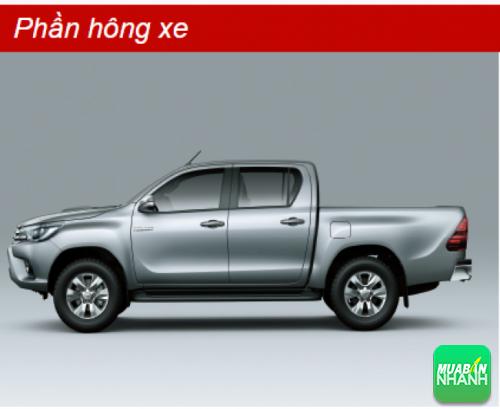 Phần hông xe Toyota Hilux 2016